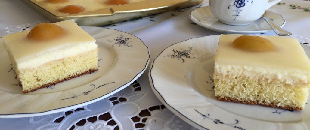 Serve your German Sunny Side Up Cake - Spiegeleierkuchen